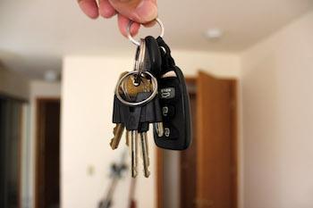 hand-holding-keys-1.jpg